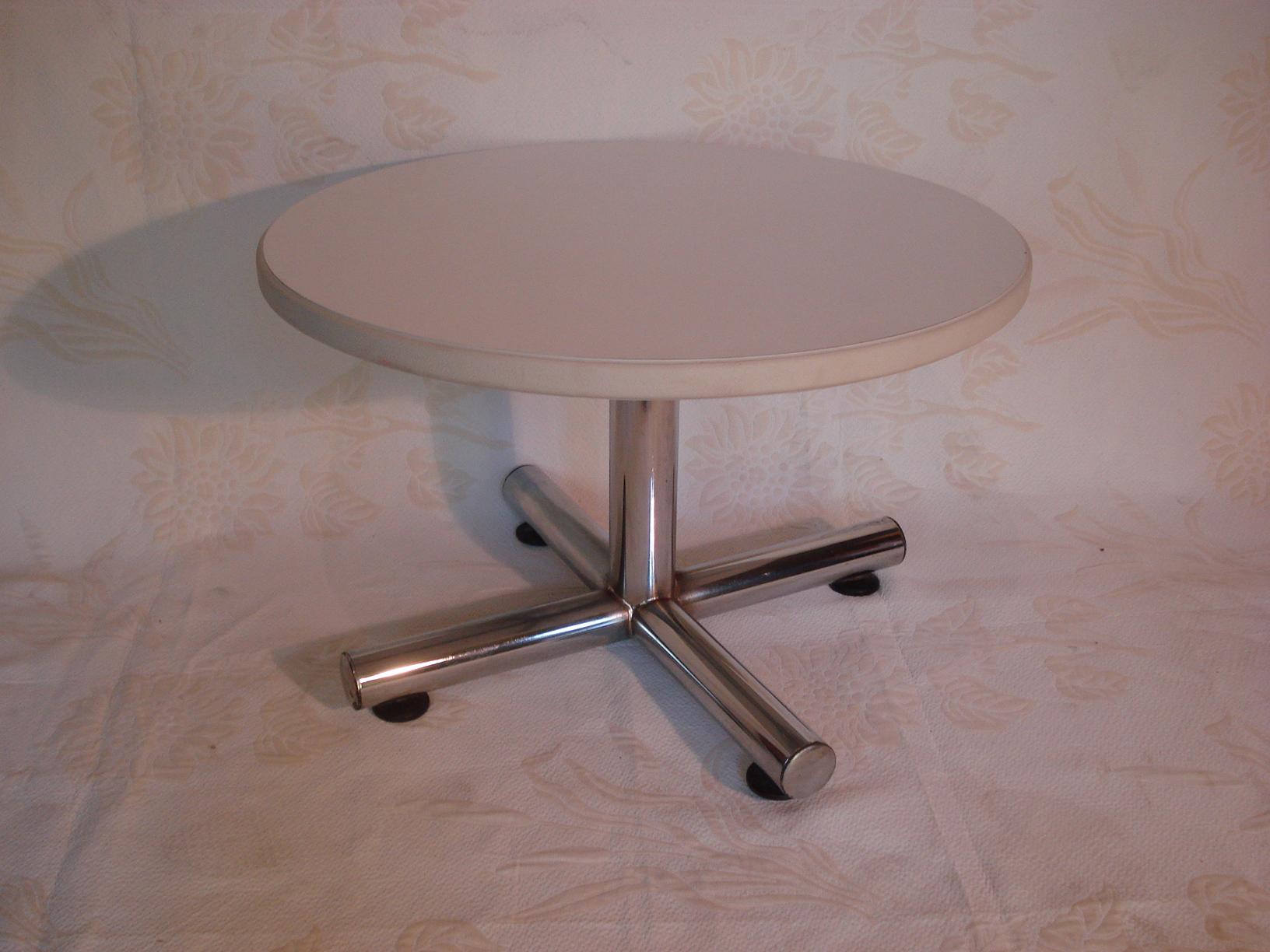 table basse pied chrom ann es 70 vendu lu bee. Black Bedroom Furniture Sets. Home Design Ideas