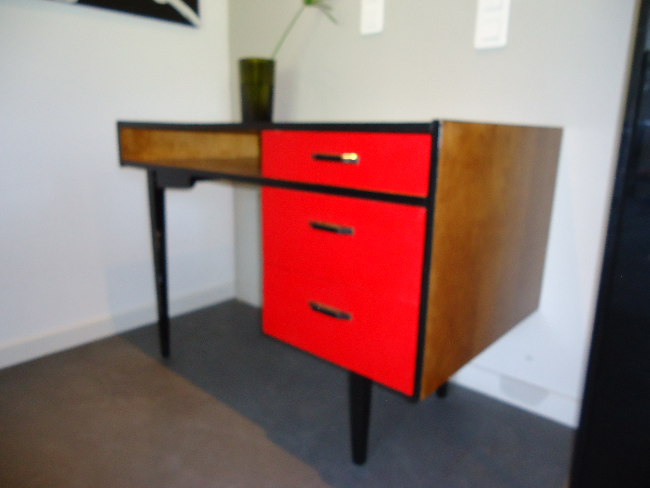bureau vintage rouge vendu lu bee. Black Bedroom Furniture Sets. Home Design Ideas