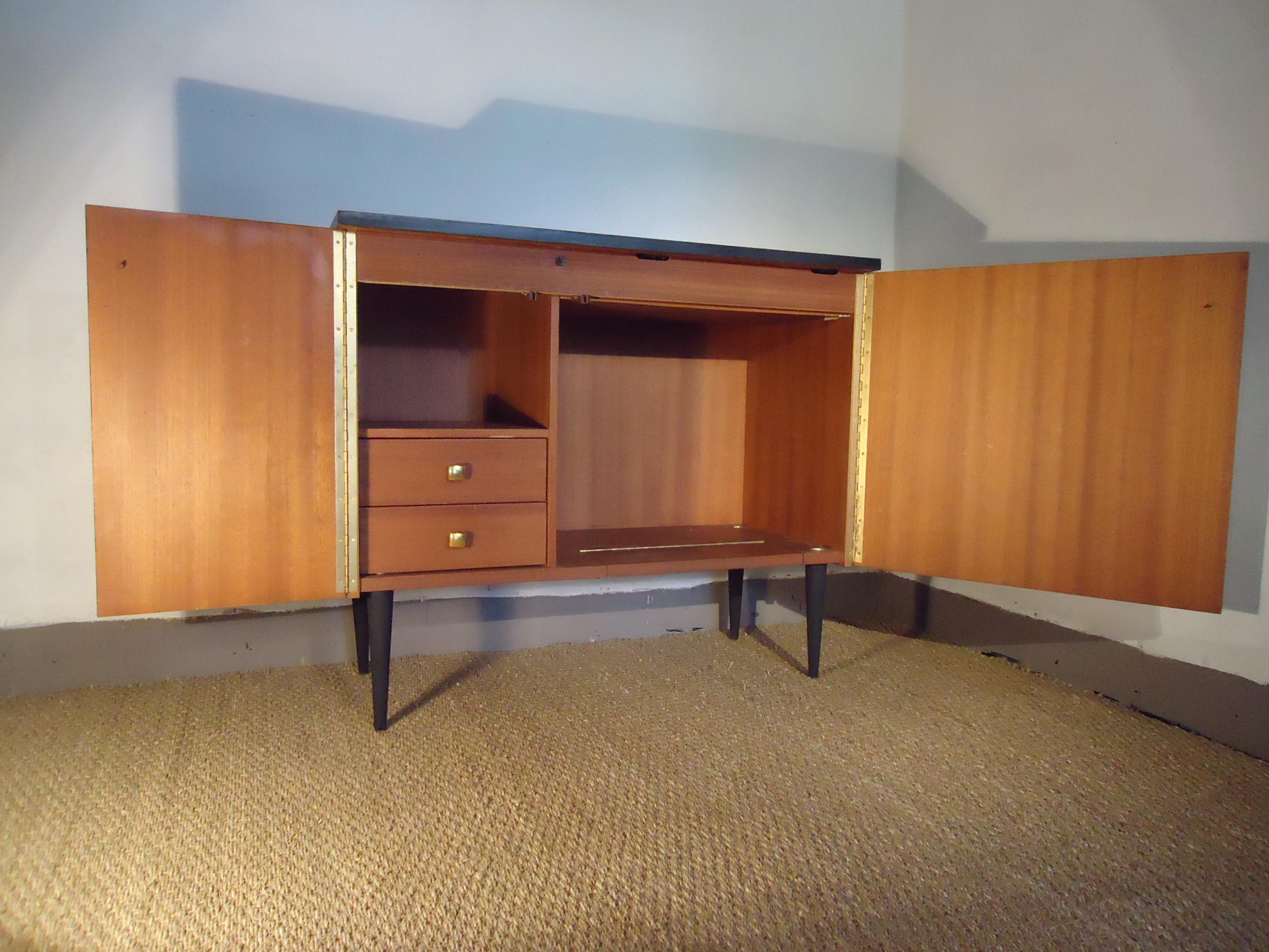 petit meuble scandinave vendu lu bee. Black Bedroom Furniture Sets. Home Design Ideas