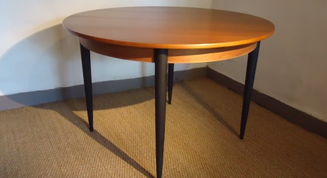 Table ronde scandinave vendu lu bee for Table scandinave a rallonge