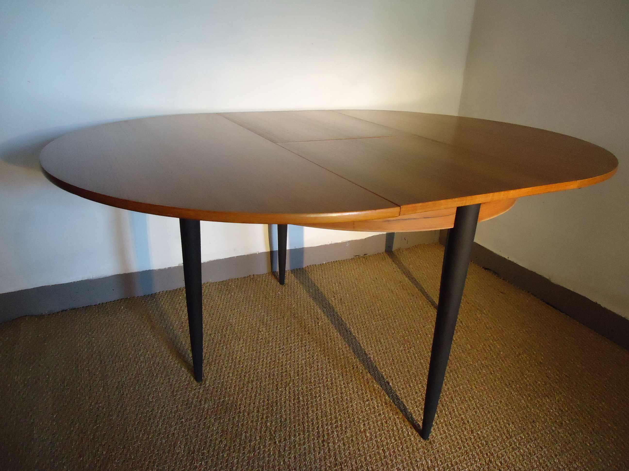 Table scandinave ronde for Table rallonge scandinave