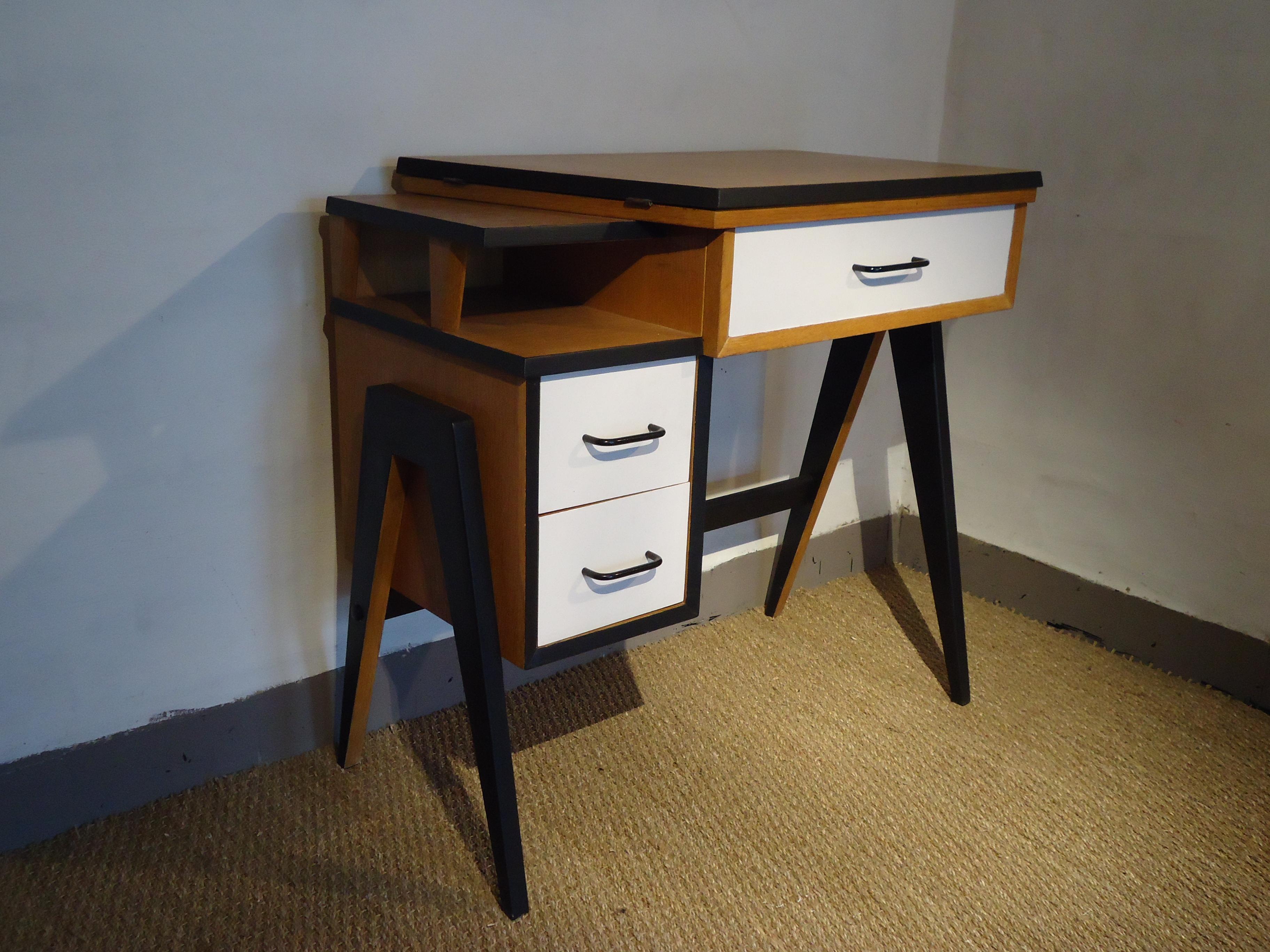 Petit bureau ann es 1960 vendu lu bee for Meuble bureau 1960