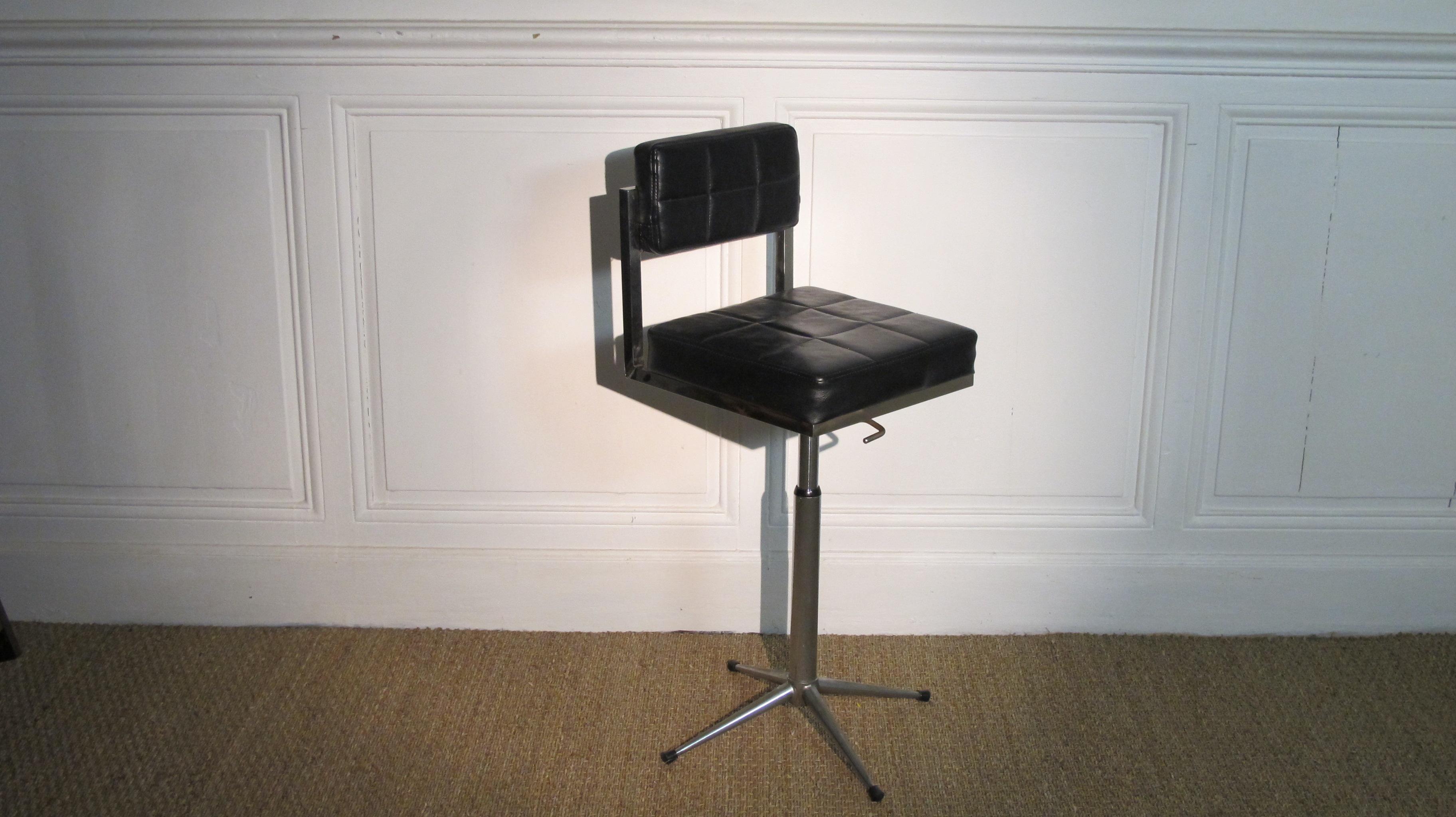 tabouret de bar vintage vendu lu bee. Black Bedroom Furniture Sets. Home Design Ideas