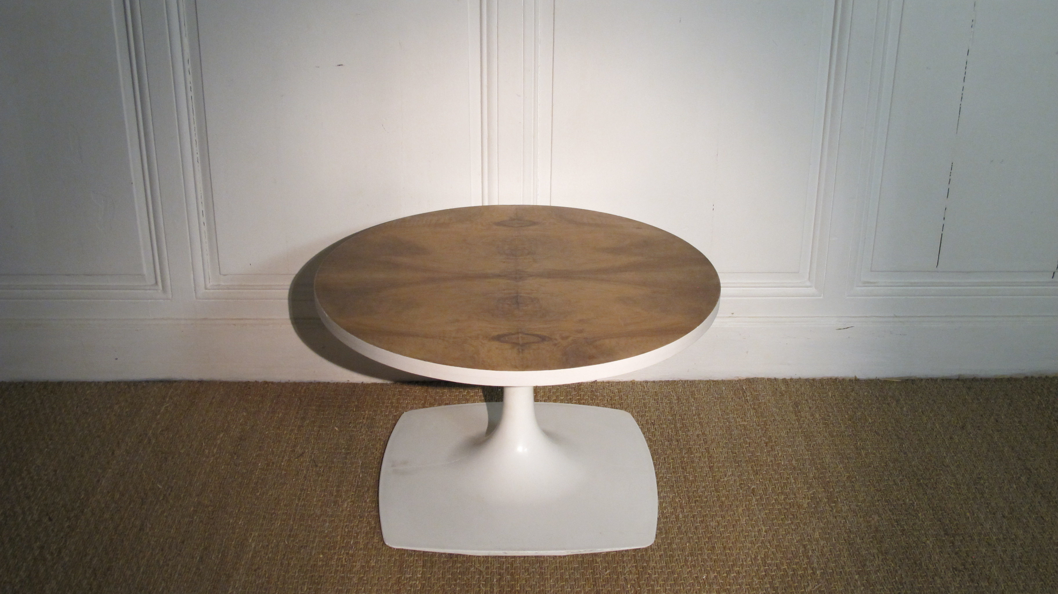 Table basse ronde pied tulipe vendu lu bee for Table basse tulipe