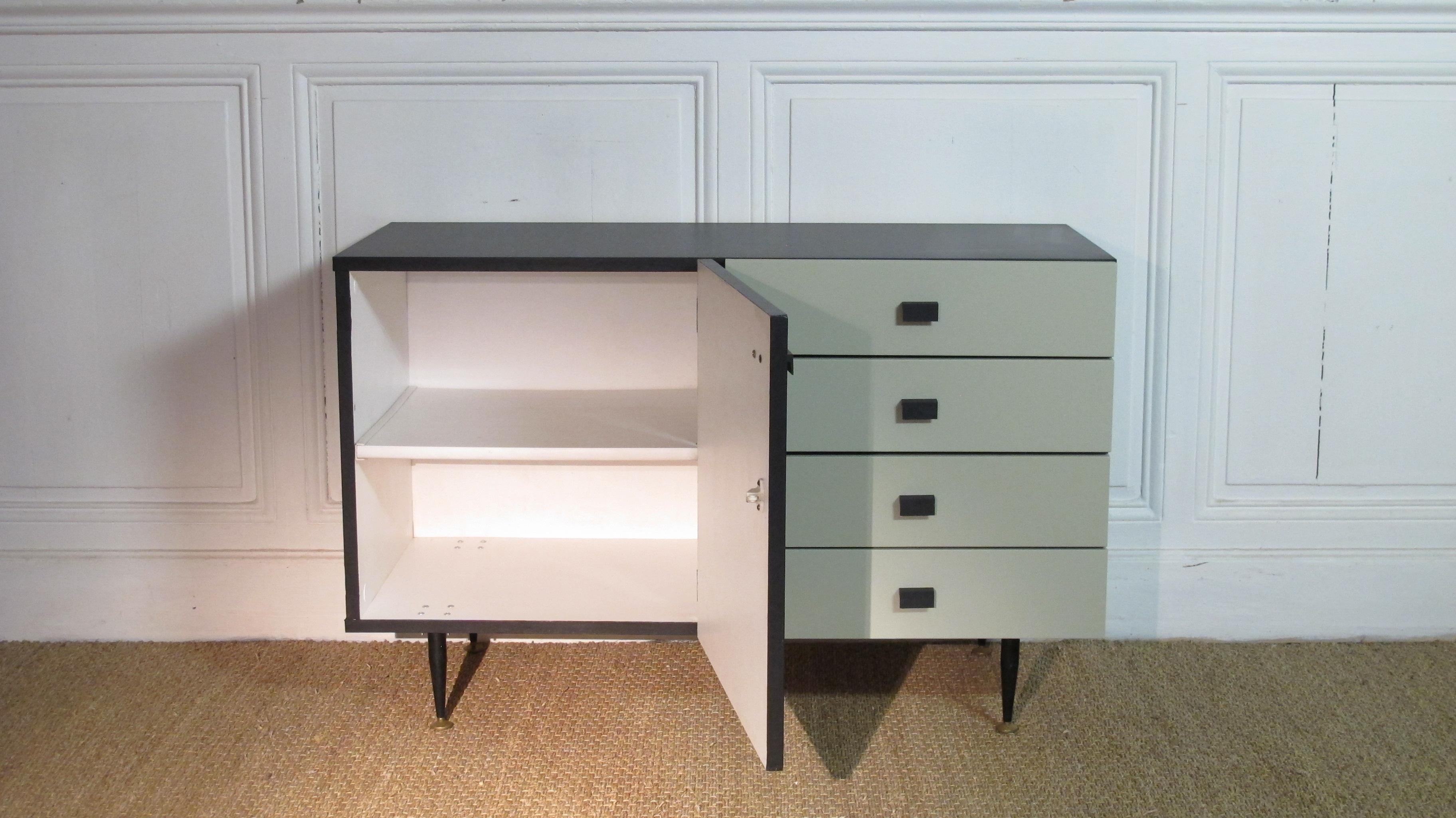 meuble bas vintage vendu lu bee. Black Bedroom Furniture Sets. Home Design Ideas